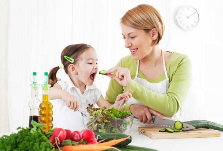 غذاهایی که در روزهای سرد سال باید به کودکان بدهید + اینفوگرافیک
