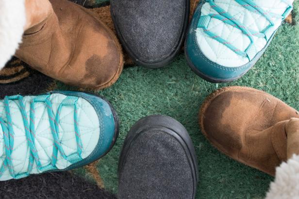 چگونه کفش های زمستانی را تمیز و نو نگه داریم؟