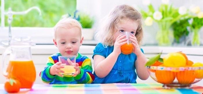 به کودکمان آبمیوه بدهیم یا نه؟