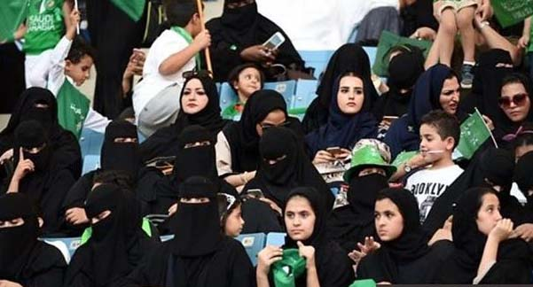زنان عربستانی به استادیومها رفتند! + عکس