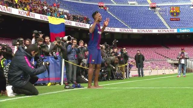 حرکت عجیب آقای فوتبالیست در مراسم معارفهاش! + عکس