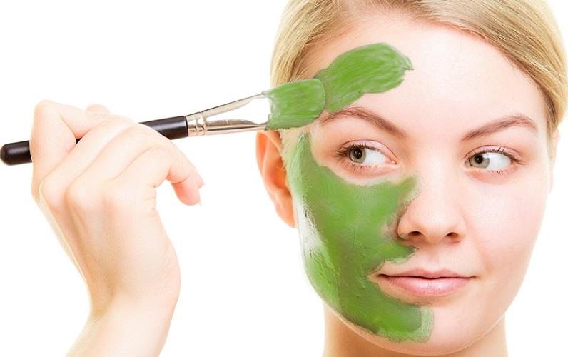 ۵ نوع ماسک خیار برای آبرسانی پوست و رفع پف زیر چشم