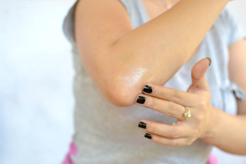روش های خانگی برطرف کردن خشکی و تیرگی پوست آرنج