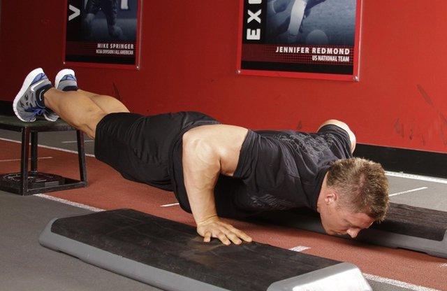 دستگاه کمک دهنده حرکت شنا برای کاربرد در مراکز ورزشی و توانبخشی
