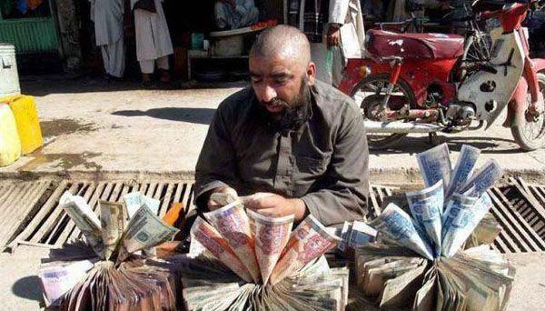عجیب ترین صرافی جهان در افغانستان! + عکس