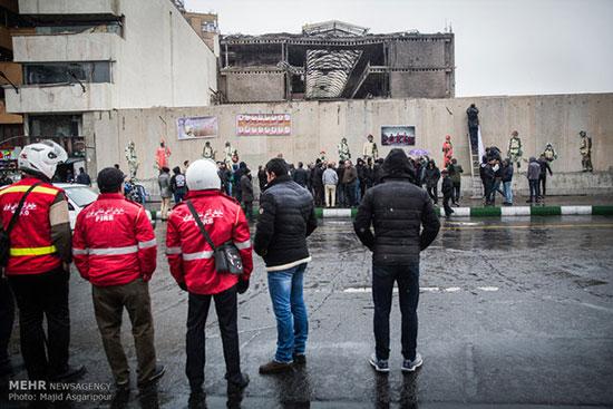 تجمع خانواده شهدای آتشنشان مقابل پلاسکو + عکس