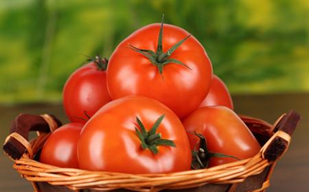 اینفوگرافیک | 10 خا صیـت  عجیب گوجه فرنگــی