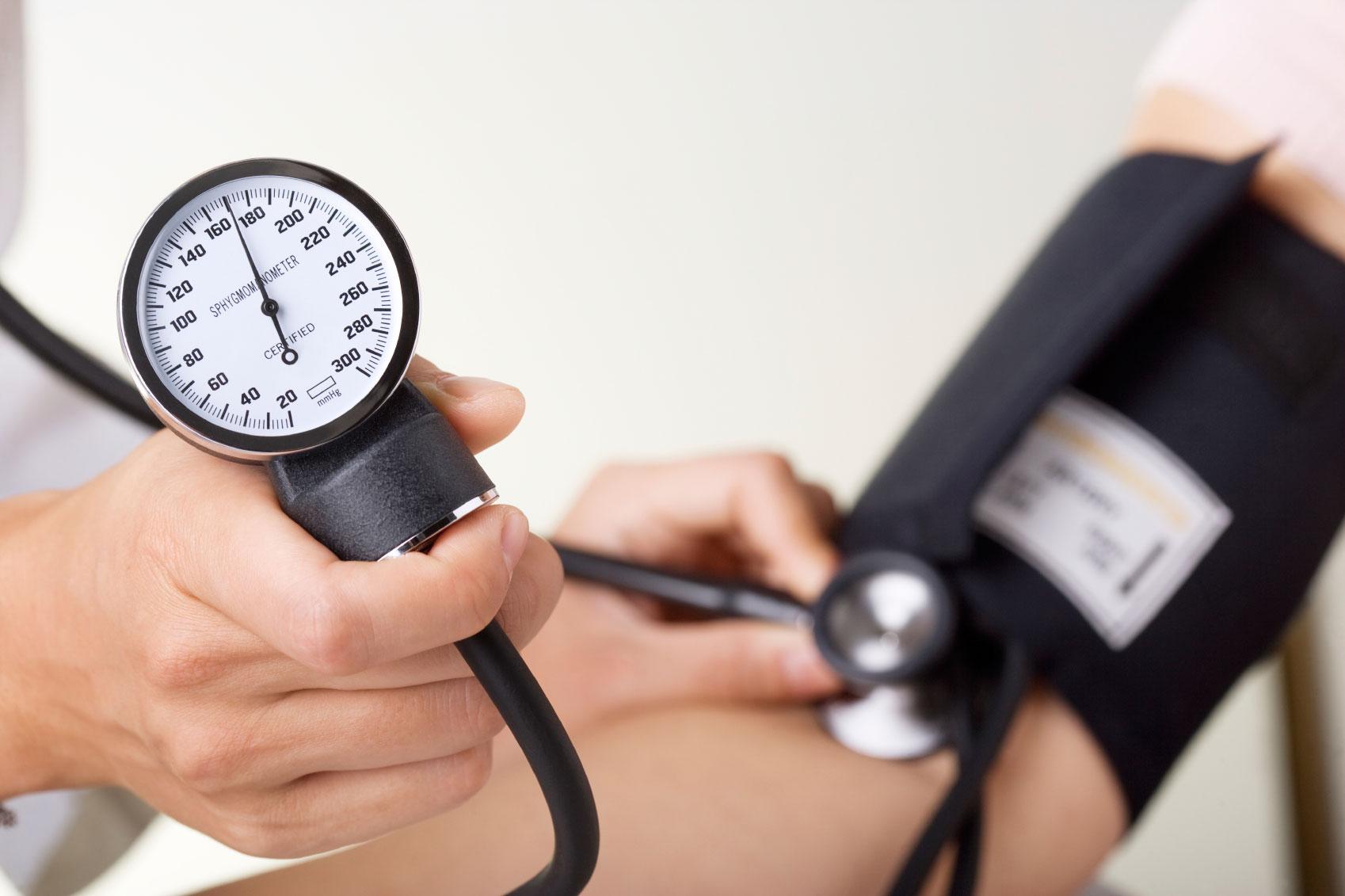 فشار خون بالا و راه های درمان خانگی آن
