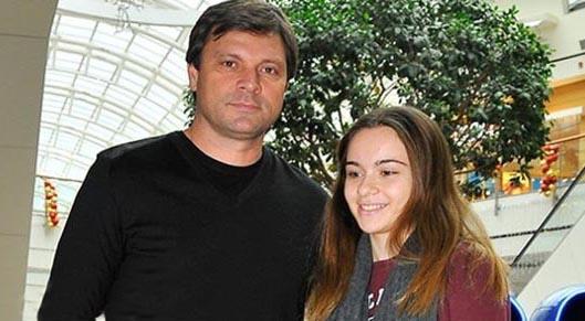سرمربی خارجی تراکتور و دخترش + عکس
