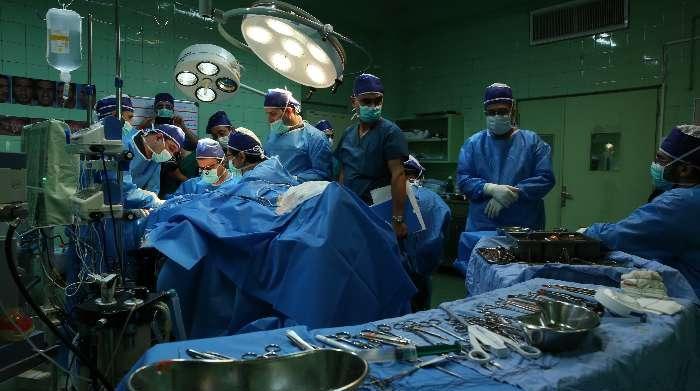 جا ماندن پَنس جراحی در شکم بیمار اردستانی! + عکس