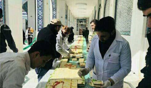 کیک 69 متری در حرم حضرت زینب! + عکس