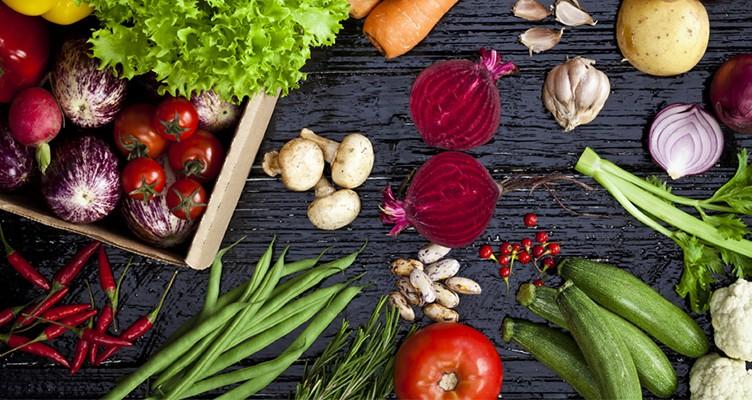 مبارزه با انواع سرطان ها با مصرف روزانه ۱۲ گزینه غذایی سالم