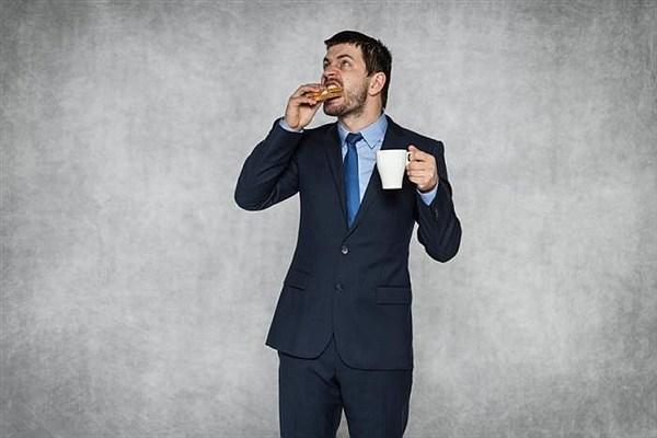 آیا ایستاده غذا خوردن، کمکی به کاهش وزن میکند؟