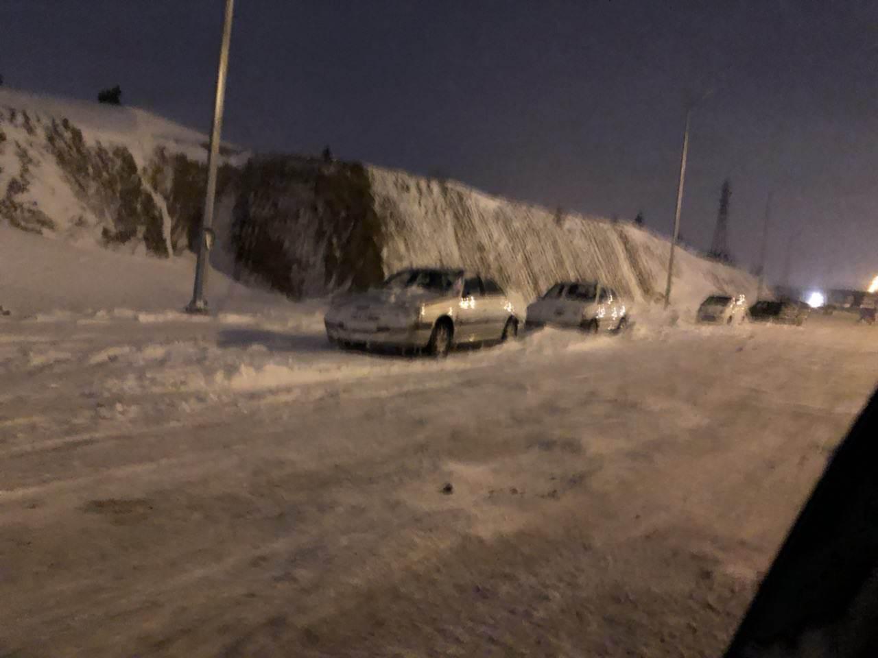 خودروهای رها شده در اتوبان تهران-کرج! + عکس