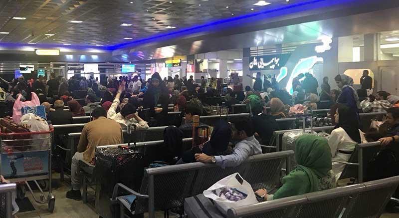 وضعیت بلاتکلیف مسافران تهران در فرودگاه + عکس