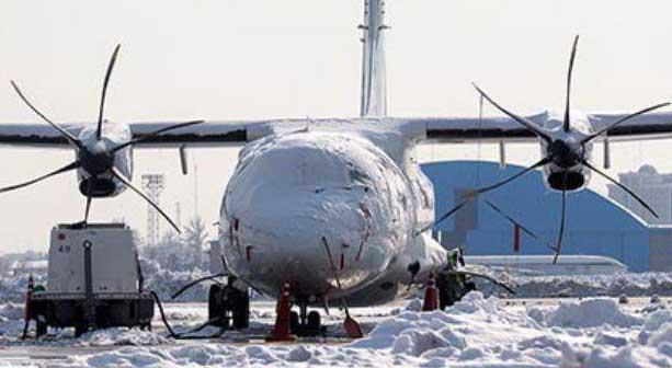 عمملیات برفروبی از هواپیماها در فرودگاه مهرآباد + عکس