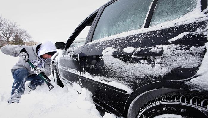 اینفوگرافیک | چگونه خودروی گیر کرده در برف را خارج کنیم