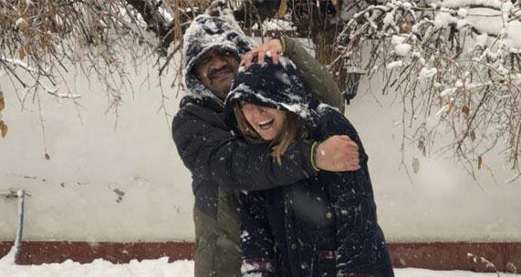برف بازی شقایق دهقان با مهراب قاسمخانی! + عکس