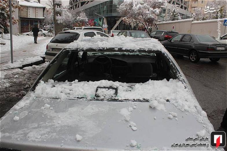سقوط برف از پشت بام ساختمان ۸ طبقه! + عکس