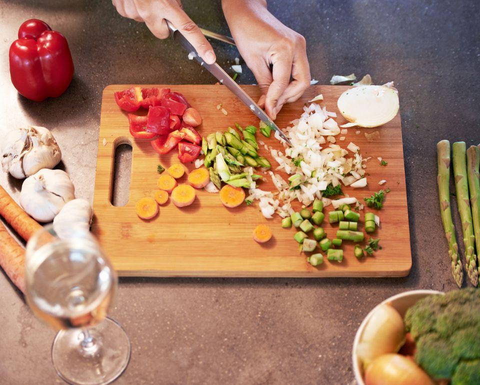 سبزیها را قبل از خوردن، خرد کنید