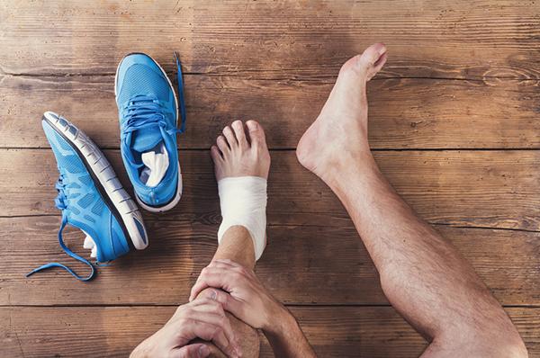 برای درمان آسیب عضلانی کمپرس سرد بهتر است یا گرم؟