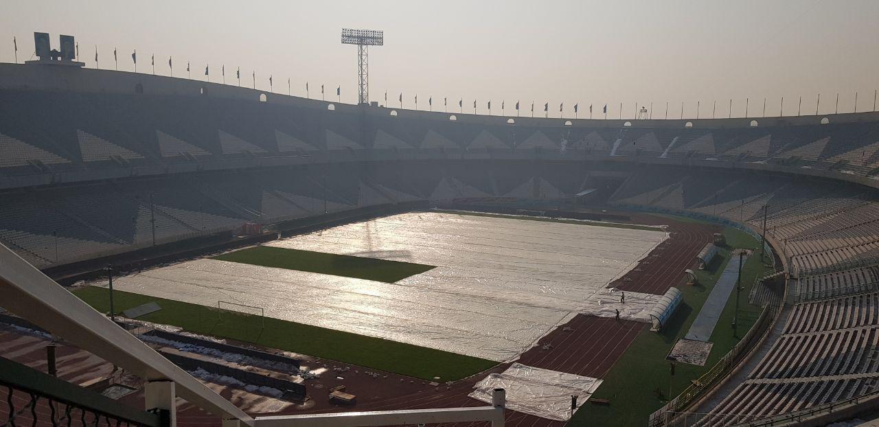 هوای آلوده تهران در ورزشگاه آزادی+عکس