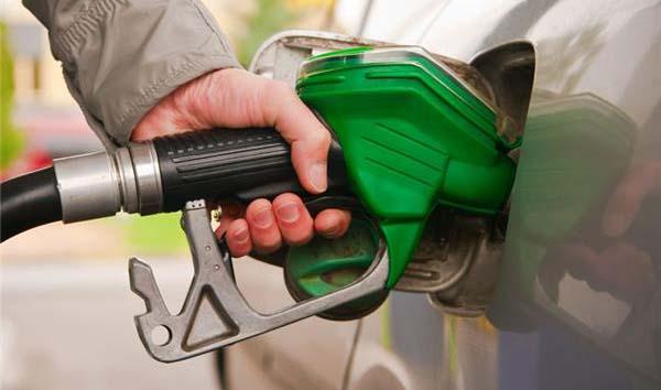 مقایسه سرانه مصرف بنزین و گازوئیل بین ایران و آذربایجان /اینفوگرافیک