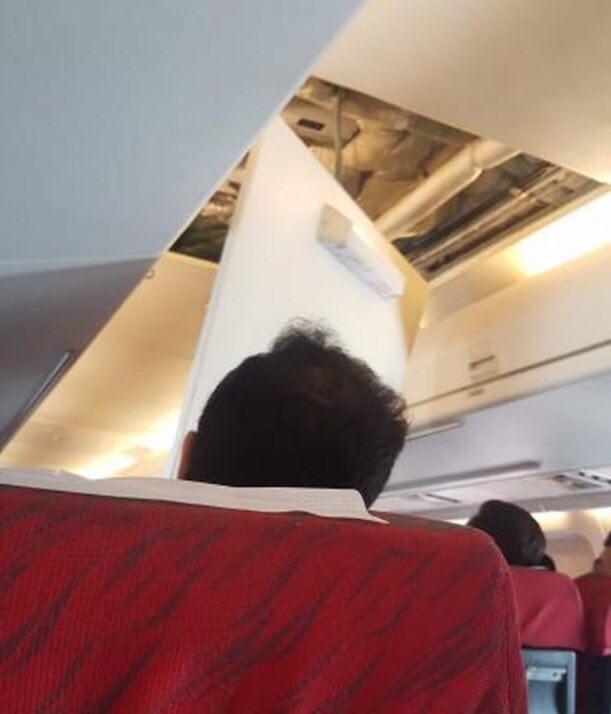 ریزش سقف هواپیما در پرواز اهواز به تهران + عکس