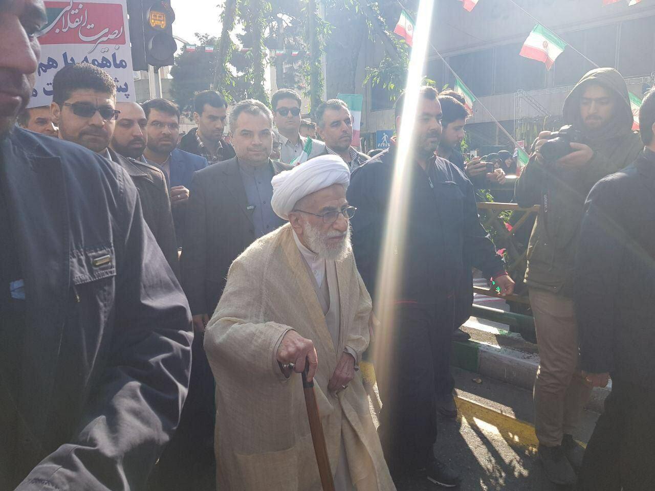 آیت الله جنتی در راهپیمایی ۲۲ بهمن + عکس