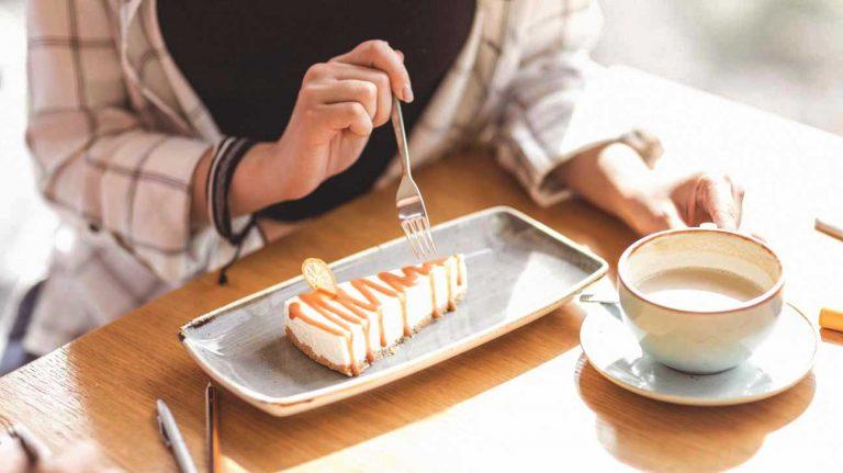 مصرف خوراکیهای شیرین باعث ایجاد جوش میشود؟