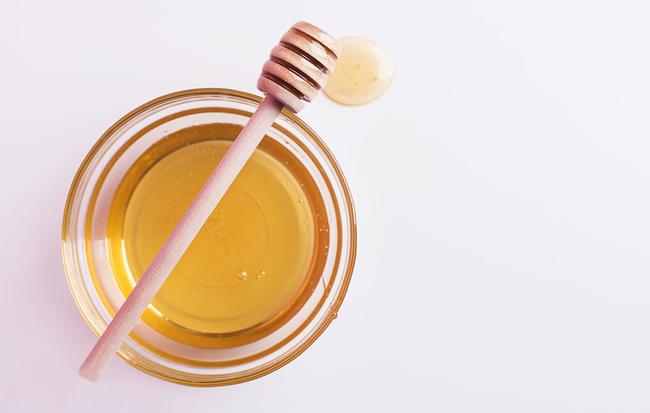۶ درمان خانگی برای جلوگیری از ایجاد موهای زیر پوستی