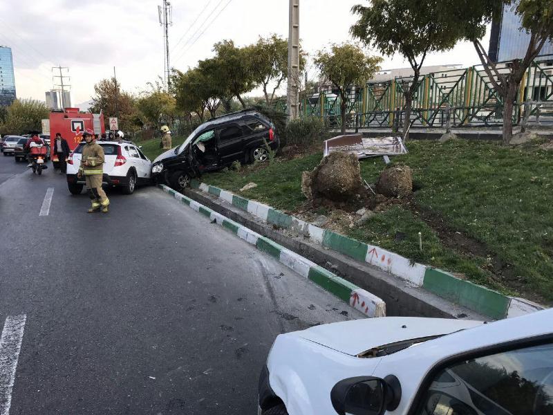 تصادف شدید ۴ خودرو