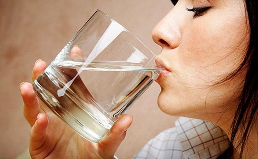 ۵ تاثیر فوق العاده نوشیدن آب  برای سلامت مغز