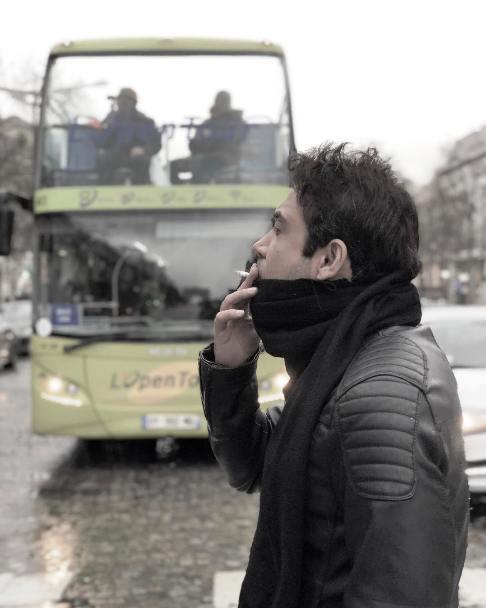 کار نامتعارف محسن چاوشی در خیابانهای پاریس! + عکس