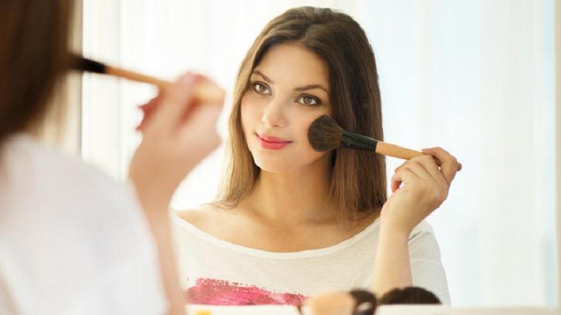 چگونه زنی جذاب و زیبا باشیم