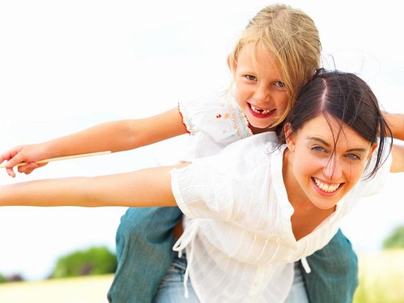 راه های عشق ورزیدن به کودک