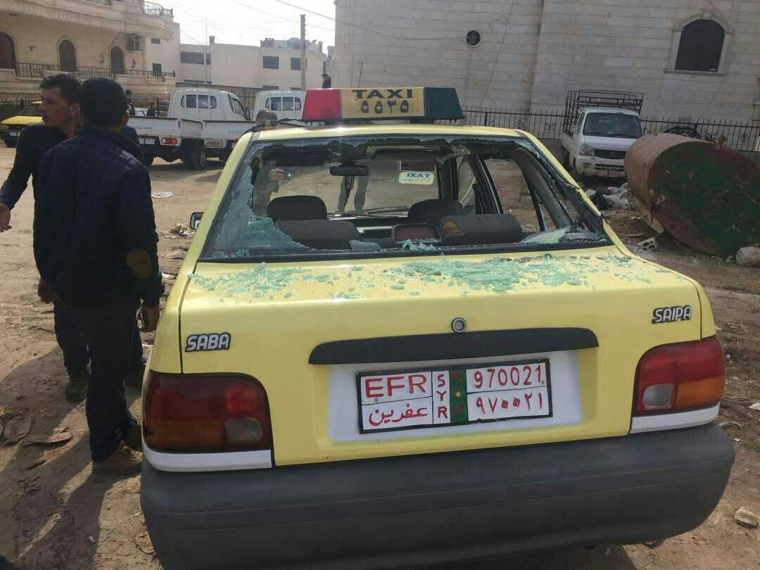 تصویر  جالب یک پراید وسط معرکه جنگ  ارتش ترکیه با کرد ها در شهر عفرین!