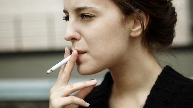 11 آسیبی که به سراغ زنان سیگاری می رود