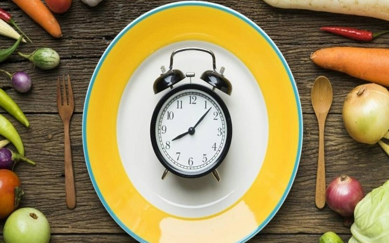 نخوردن وعده های غذایی، با بدن چکار می کند؟