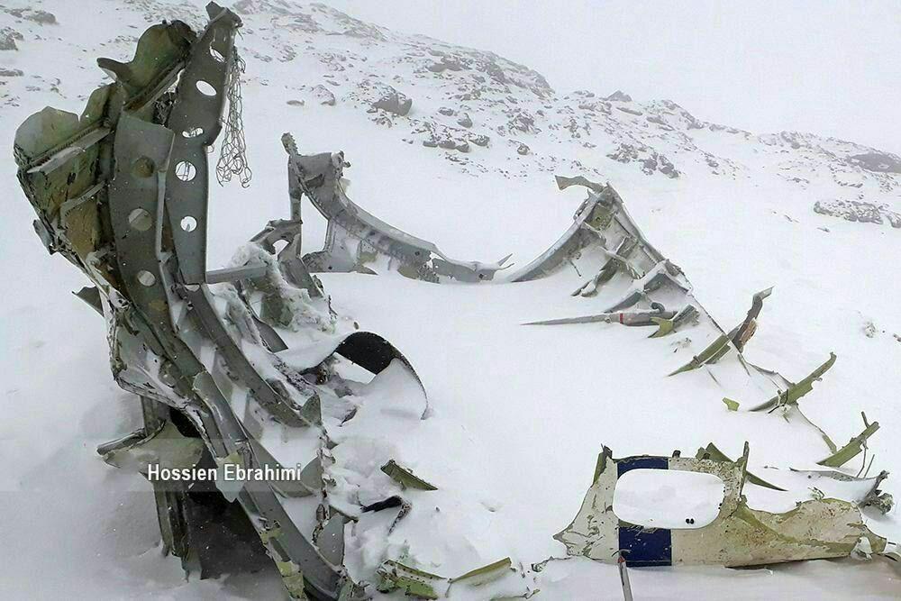 بقایای لاشه هواپیمای سقوط کرده از نزدیک + عکس