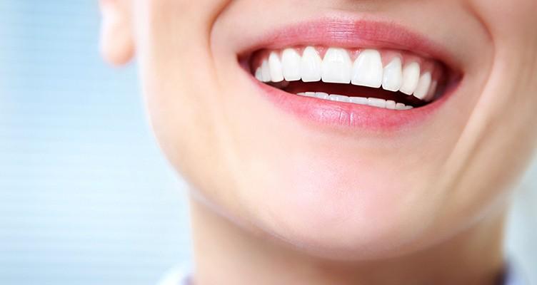 سفید کردن دندانها با کمک زردچوبه