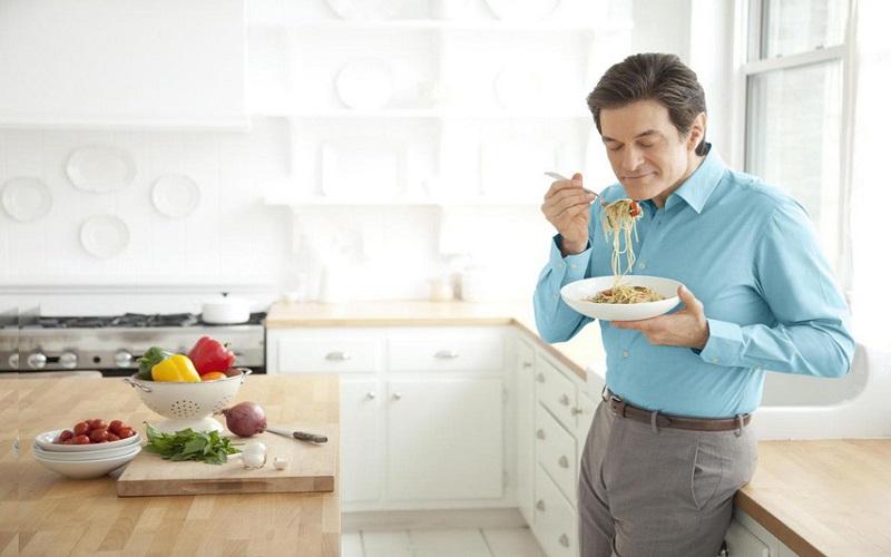 اگر ایستاده غذا بخورید، لاغر میشوید