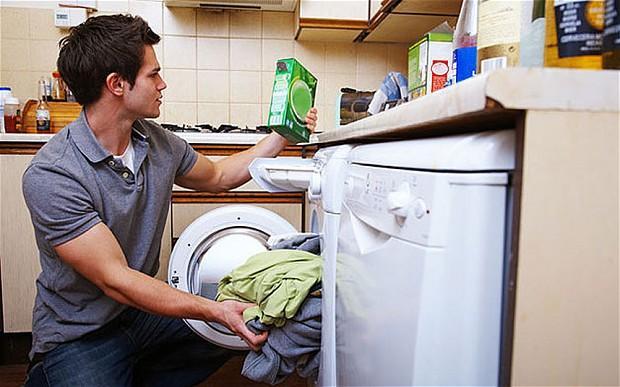 چرا بهتر است خانهتکانی را مردها انجام دهند؟