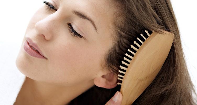 چگونه بُرس موی خود را تمیز کنیم؟