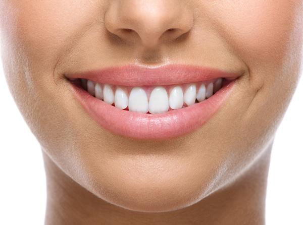 جرمگیری دندان ها با روشی طبیعی
