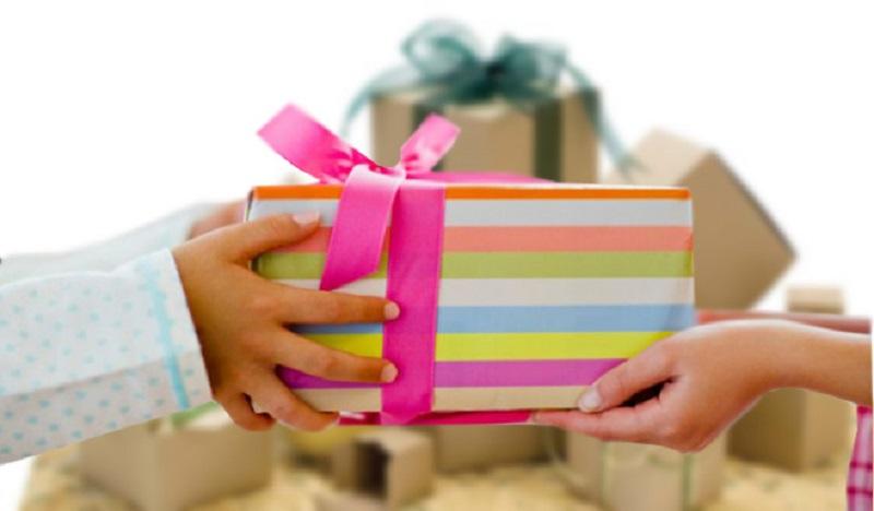 چه هدیهای یک خانم را خوشحال میکند