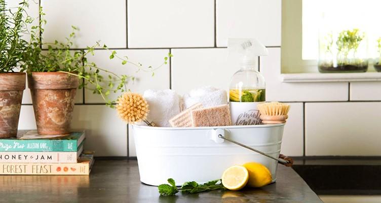 خطرِ ترکیب شویندهها و آب گرم برای خانه تکانی
