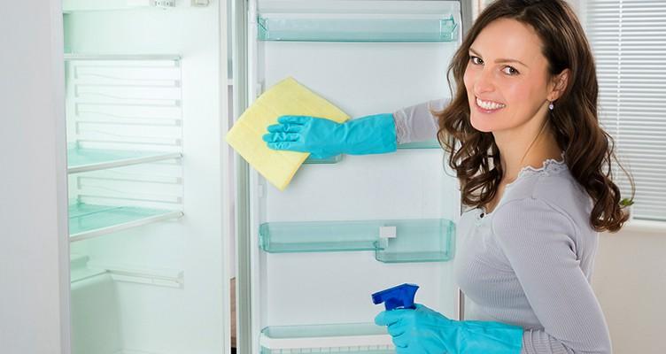 ۱۰ راه فوری برای تمیز کردن یخچال