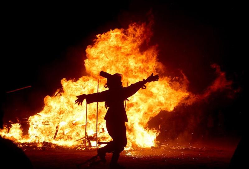 آتشی که به جای شادی، ترس و مرگ می آورد