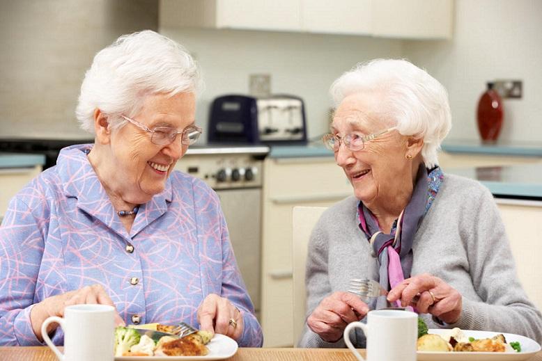 ۴ غذای مغز برای سالمندان